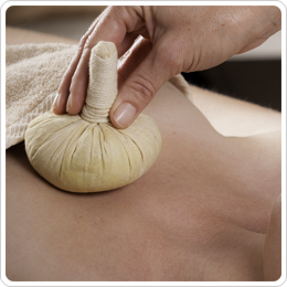 Warme kruidenbuidel massage - Sabaaydi ® Plus